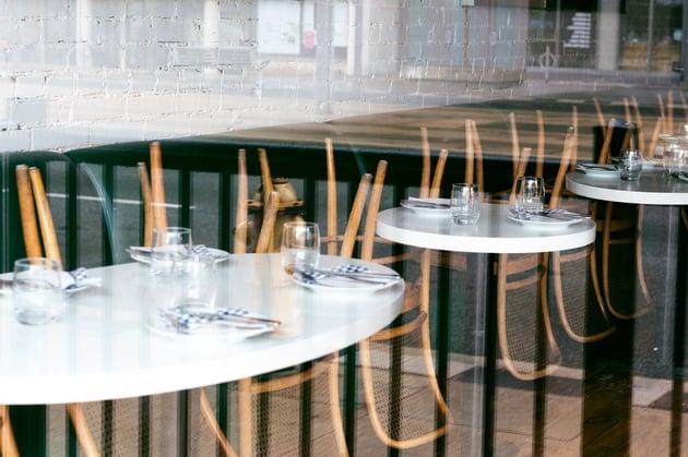 lanscape-empty-restaurant